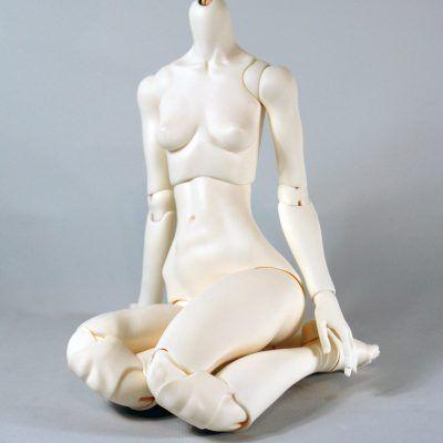 Long hip, short legs, kneeling pose.