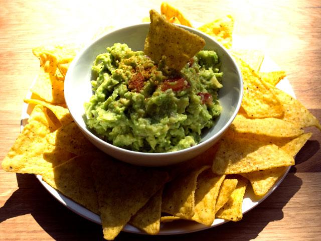 guacamole and tortilla chips