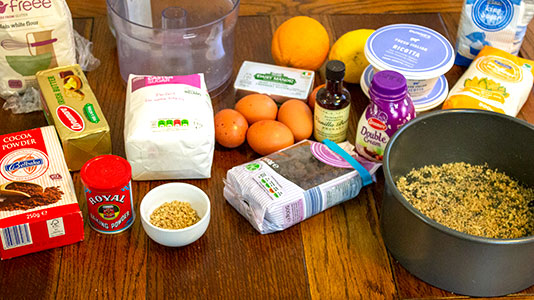 ingredients for baked cheesecake with raisins