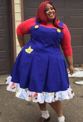 Brichibbi Cosplays as Super Mario