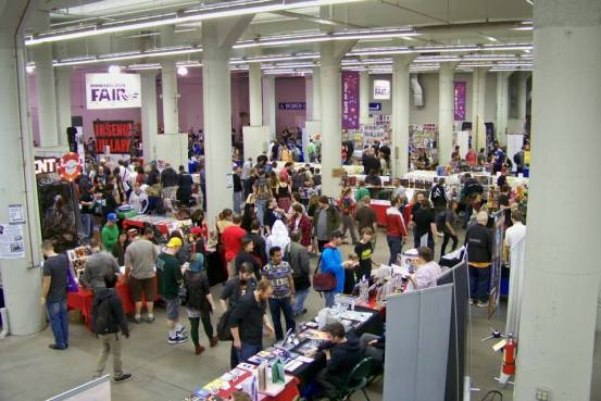 MSP ComiCon 2015 Show Floor showing lots of people browsing tables of art and comics