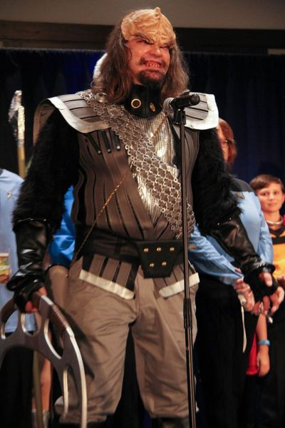 Klingon cosplayer at the 50 Year Mission Con