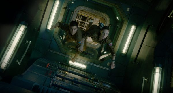 David Jordan (Jake Gyllenhaal) and Miranda North (Rebecca Ferguson) in zero gravity..