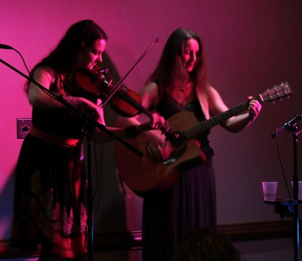 The two members of Sistertree in concert