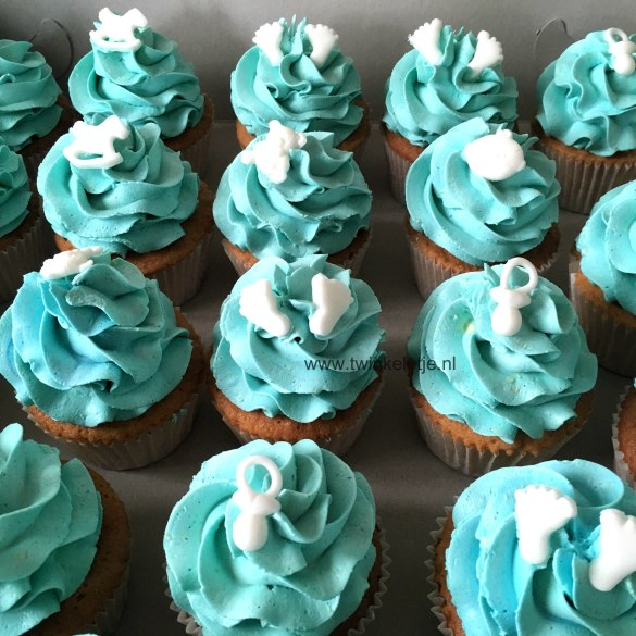 Cupcakes lichtblauw voor babyshower