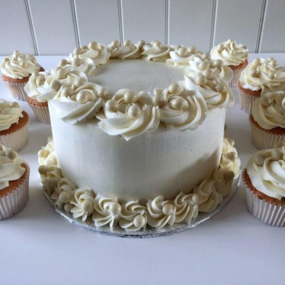 Bruidstaartje met cupcakes