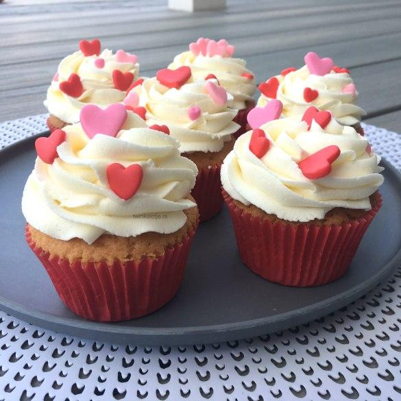 Cupcakes met toef en hartjes
