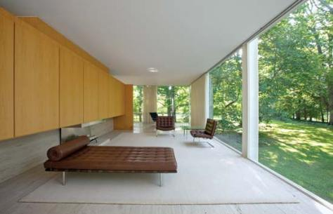 Farnsworth House, Mies Van de Rohe (1951). Source: britannica.com