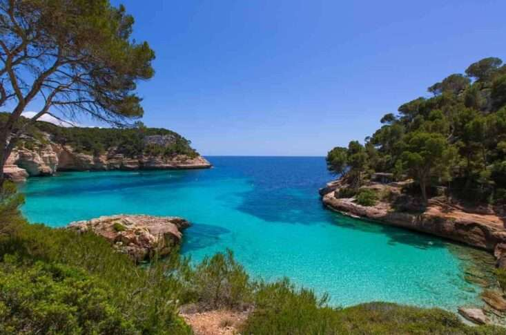 Mejores playas de menorca cala mitjana
