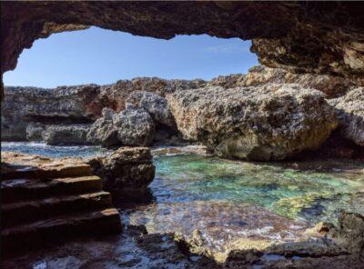 cuevas de menroca la cueva des Pardals en Calan Bosch