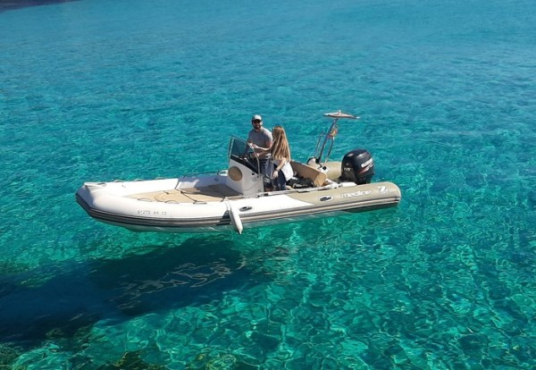 barca de alquiler con licencia de navegación en ciudadela de Menorca