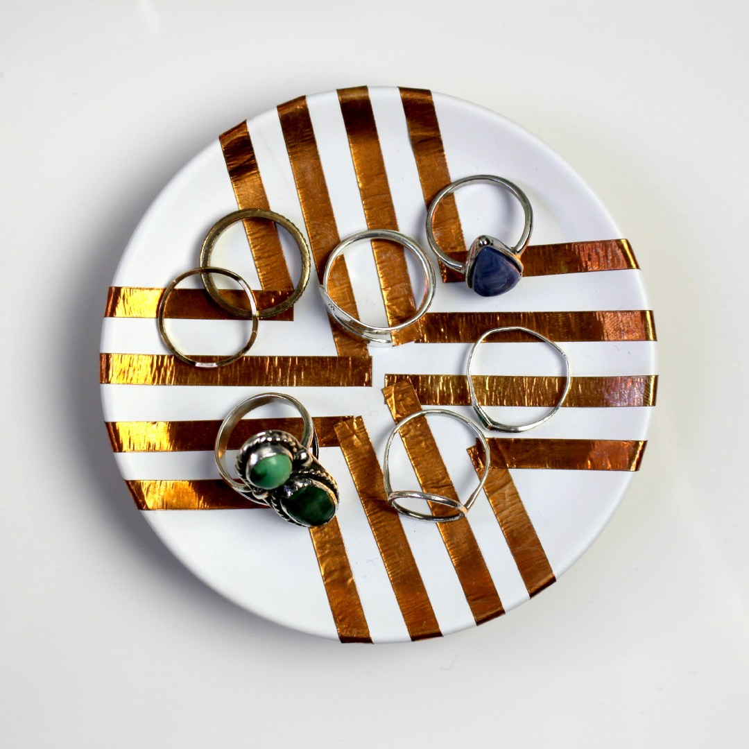 Easy DIY Ring Dish by Twinspiration at http://twinspiration.co/diy-ring-dish/