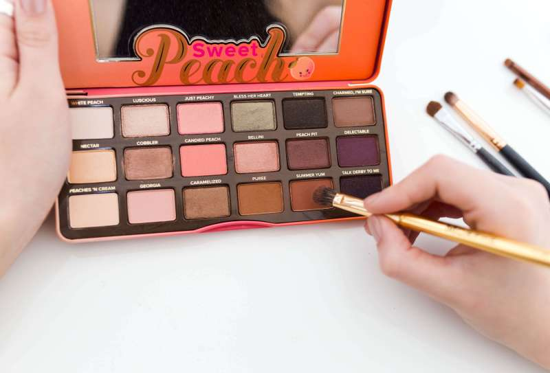 One Palette, Two Ways: Too Faced Sweet Peach Palette | Twinspiration