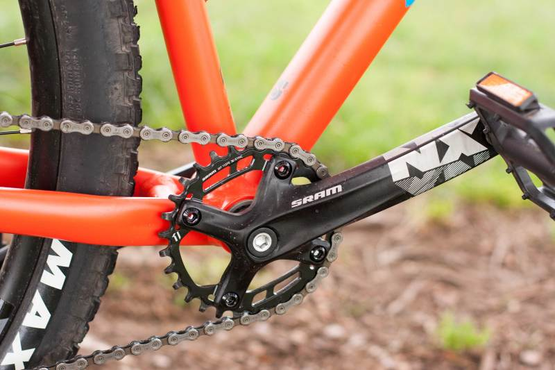 Shimano single chainring drivetrain sporting a 10-speed 11- to 40-tooth cartridge.