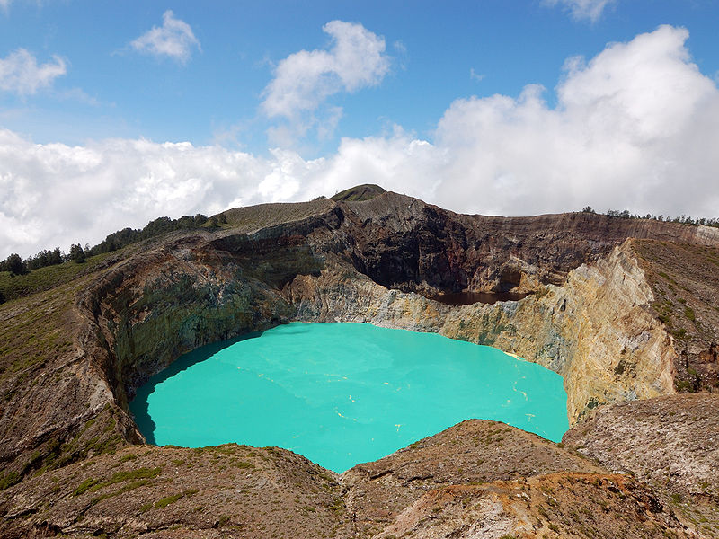 15 of the Most Beautiful Crater Lakes in the World ...