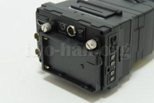 CineroidのEVF4RVW、このように付きますが、バッテリーとの接点が緩く、移動時など、ちょっと振動を与えると、一度電源が切れます...。(>_