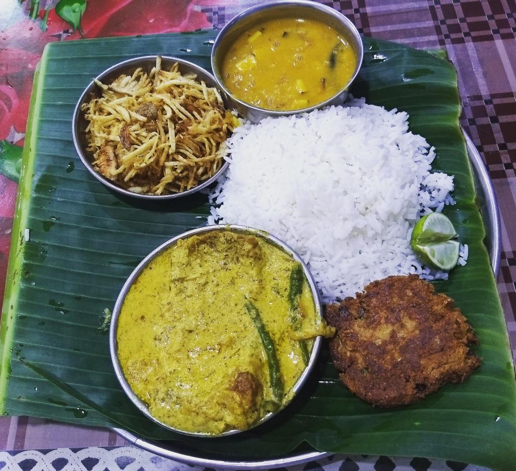 Thali with Fish in Mustard Gravy