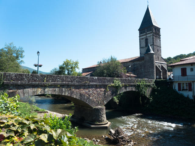 The stream running through St-Étienne-de-Baïgorry was full of fish and fishermen.