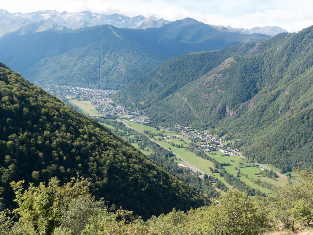 A broader view of the Vallee de Luchon .