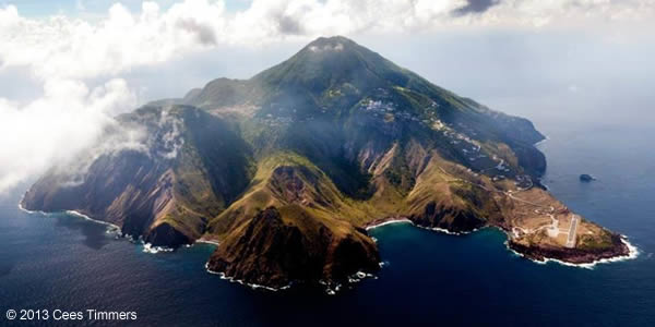 Not many place for sailboats, or even dinghies, to make a landing on Saba.