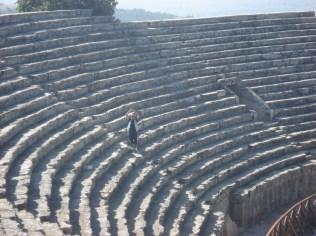 O teatro para 20.000 pessoas. Enorme.