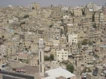 Vista de Amã a partir do Castelo de Amã. Outro ângulo. Todas as casas da mesma cor areia.