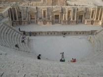 Teatro sul com capacidade para 3000 pessoas.