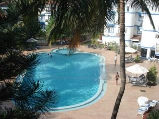Piscina do hotel vista da nossa janela