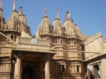 Templo jainista, vistas diversas