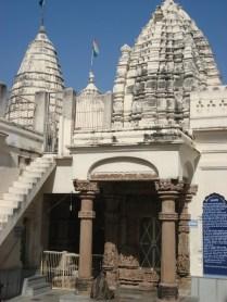 Vista exterior do templo moderno