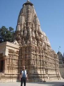 Vista do templo lindamente esculpido e preservado