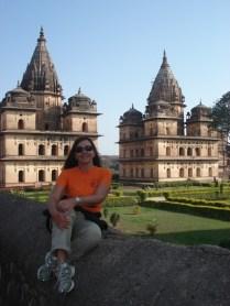 Um dos cenotáfios é para o governante que construiu o Jehangir Mahal