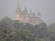 É possível ver o templo de qualquer lugar da cidade. É enorme.