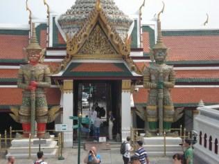 O Grand Palace é um complexo enorme construído em arquitetura tradicional Thai com alguns desenhos europeus.