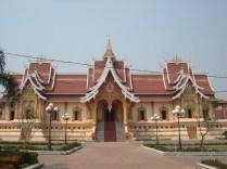 Wat That Luang Tai - templo ao sul da estupa