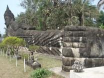 Buda reclinado enorme de 120 metros