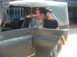 Eu, nosso jipe e o motorista