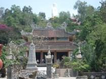 Long Son Pagoda – a pagoda mais reverenciada na cidade e com estilo sino-vietnamita