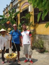 Em Hoi Na reencontramos o Felipe, carioca que estava com a gente no passeio dos túneis