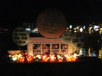 Lanternas prontas para irem para o rio Thu Bon
