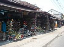 Uma das inúmeras lojas / fábricas de sapatos