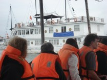 Nosso barco por dois dias, grande e pintado de novo