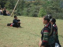 Black Hmongs com suas roupas coloridas