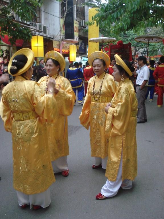 Senhoras participantes do desfile