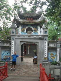 Templo da Montanha de Jade de 1800 que é para onde leva a ponte. Foi construído para um mandarim.