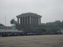 Mausoleu de Ho Chi Minh. Filas de horas para entrar, restrições enormes, muito complicado.