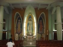– Igreja de St Josephs – sobreviveu a guerra e a tufões. É uma igreja católica muito diferente.