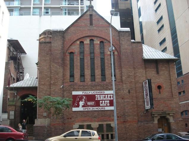 Uma igreja antiga que foi transformada em restaurante. Linda por dentro e histórica.