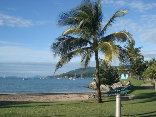 A praia com todo o entorno bem cuidado