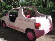 Meio de transporte mais comum na ilha. Esse da Penelope Charmosa.
